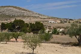 Villa Blanca van een afstand. Gefotografeerd vanaf Barranca de Bolas.