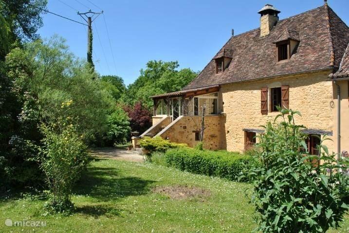 Vacation rental France, Dordogne, Lieu-dit Les Bouysournes holiday house Périgourdine