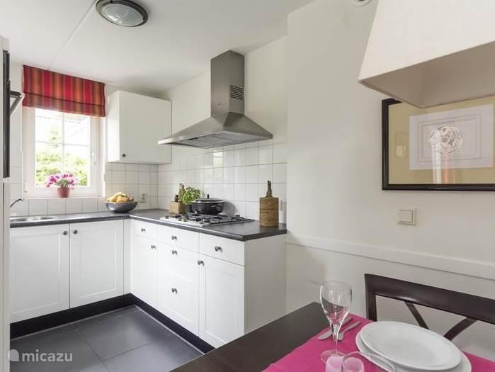 De luxueuze keuken voorzien van alle gemakken en Siemens inbouwapparatuur.