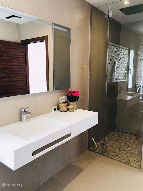 Luxe Villa Badkamer : Badkamer interieur inrichting moderne woonkamer modern interieur