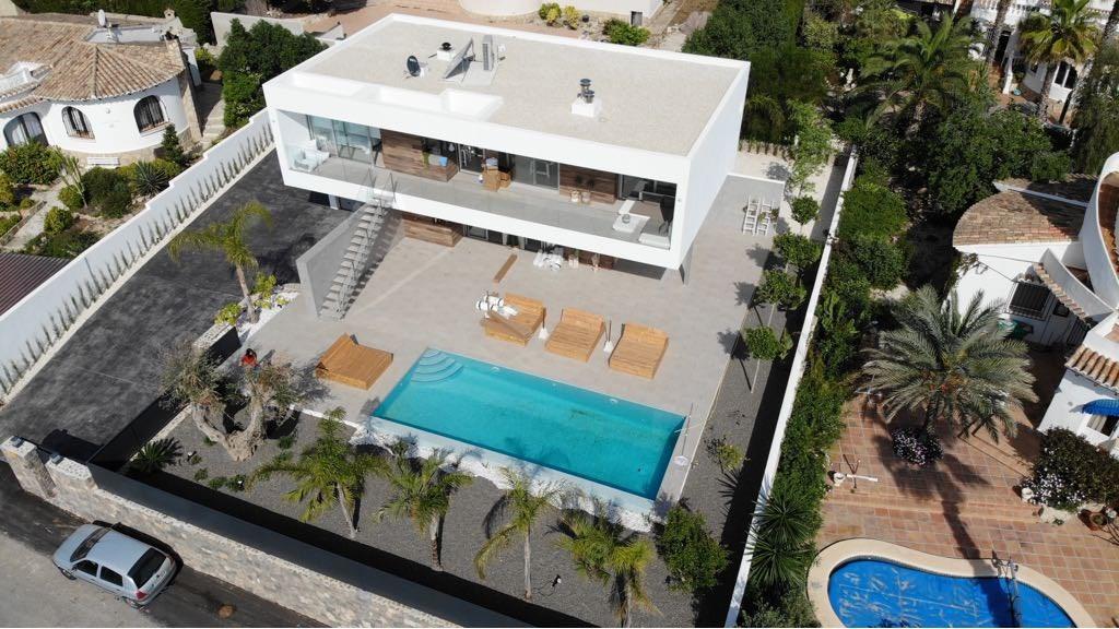 Van  4 - 18 augustus is deze hagelnieuwe villa (opgeleverd mei 2018) nog beschikbaar.  Ga jij hier als eerste van genieten met je familie / vrienden?
