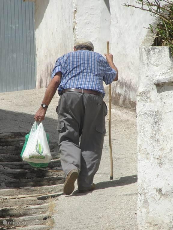 Vanuit het straatje bij het huis loopt u binnen enkele minuten naar het gezellige dorpspleintje.