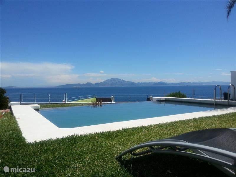 Vakantiehuis Spanje, Andalusië, El Faro villa Privé villa met zwembad aan zee