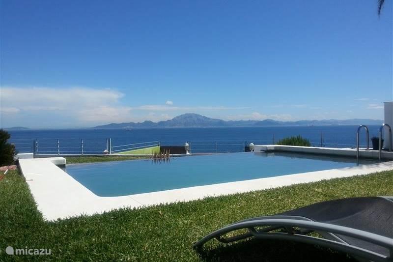 Vakantiehuis Spanje, Costa de la Luz, Algeciras Villa Privé villa met zwembad aan zee
