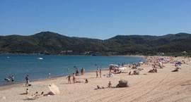 Op 3 minuten rijden liggen ook de 'gewone' toeristische stranden