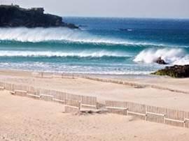 Datgene wat mij zelf naar deze zone trok: surf, zowel golven (vooral fantastisch in de winter), wind- en kite surf. Dit allemaal in het 20 minuten verderop gelegen Tarifa net om de hoek van de Straat van Gibraltar aan de Atlantische kant
