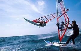 Windsurf in Tarifa. Ook volop lesmogelijkheden