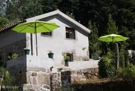 Casa Agave met links een gezamenlijke patio en rechts het privé-terras.