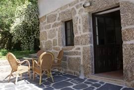 Terras Casa Agave op gezamenlijke patio met Casa Palmeira.