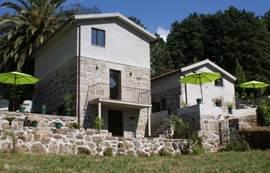 Aanzicht beide vakantiehuizen. Links Casa Palmeira en rechts Casa Agave.