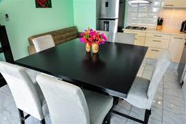 Beautiful new 6-seater dining table