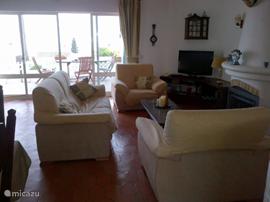 Vakantiehuis vakantie villa casa lavrador in praia da luz algarve portugal huren - Hoe een rechthoekige woonkamer te voorzien ...