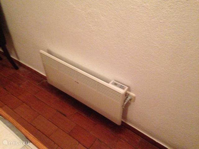 Ook in de winter is het huis geschikt voor overwintering door verwarming via  openhaard en convectoren in iedere (slaap)kamer.