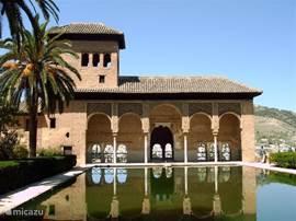 Het Alhambra in Granada is zeker een bezoek waard.