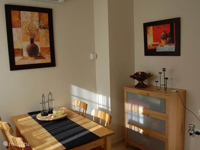 Eetkamer met Airco/verwarming