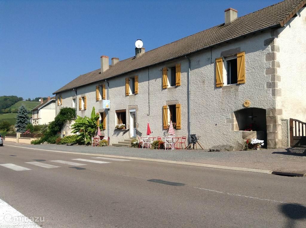 Het cafe aan de rand van het dorp tegenover het weggetje naar het station vanBroye
