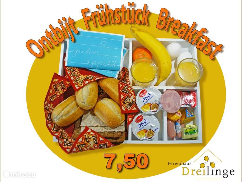 Roomservice ontbijt met vers afgebakken broodjes, roomboter, kaas, vleeswaren, fruit, yoghurt, jus d'orange, gekookt ei en veel meer. Alles op de afgesproken tijd voor uw appartement neergezet, voor 7,50 per persoon.