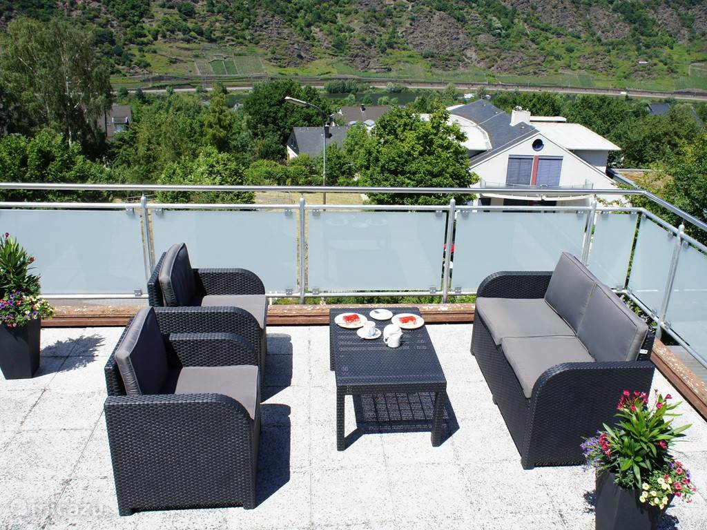 Sunny, spacious terrace of 30 mtr2 with furniture, Moselview
