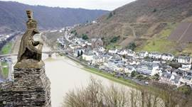 A glance over Cochem from the Reichsburg.