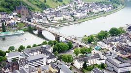The Moselbridge connects Cochem with the quarter Cochem-Cond, where the Ferienhaus Dreilinge is located.