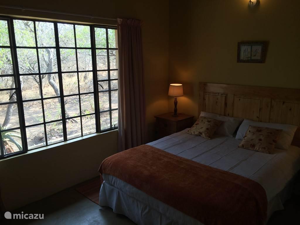 slaapkamer 3 met mooi uitzicht op de bush