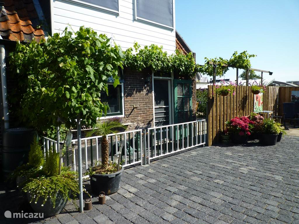 Vacation rental Netherlands, South Holland – terraced house Right in the Green Heart beating!