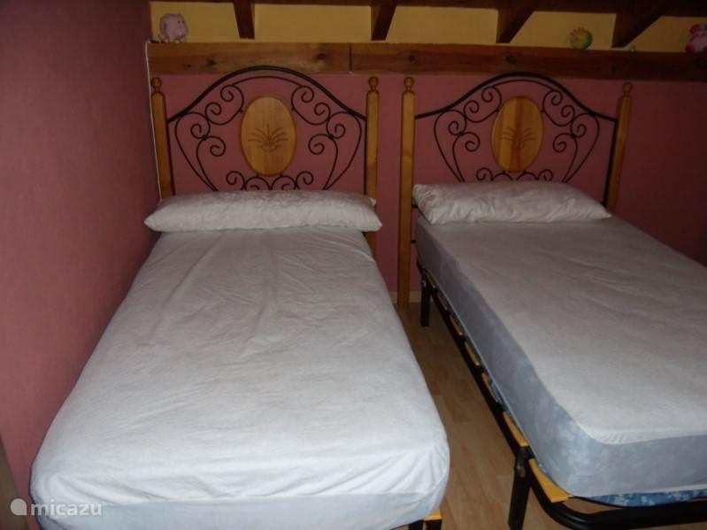 gasten of kinder slaapkamer met 4 bedden
