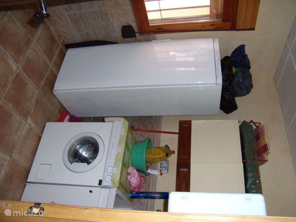 wasmachine en extra grote vrieskast