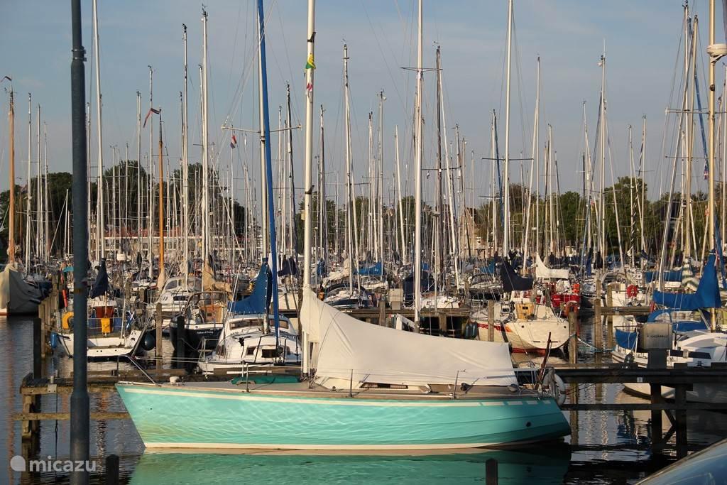 Haven van Medemblik. De mooie steden Hoorn, Medemblik en Enkhuizen aan het IJselmeer zijn zeker een bezoekje waard!