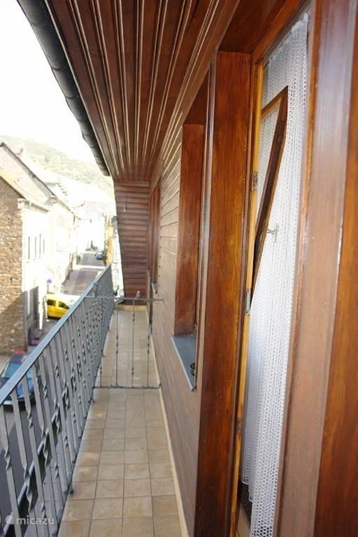 balkon grenzend aan slaapkamer 5 en 6