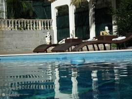 heerlijk relaxen aan het zwembad van Casa de Sobra