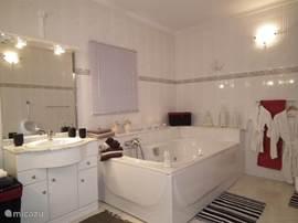 één van de badkamers van casa de sobra.