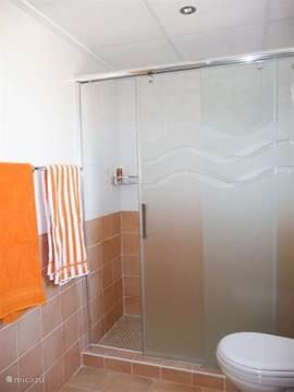 De badkamer. Handdoeken zijn aanwezig!
