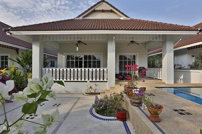 ferienhaus villa in einem sehr ruhigen badeort in hua hin. Black Bedroom Furniture Sets. Home Design Ideas