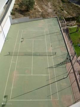 Tennisbaan bij het complex