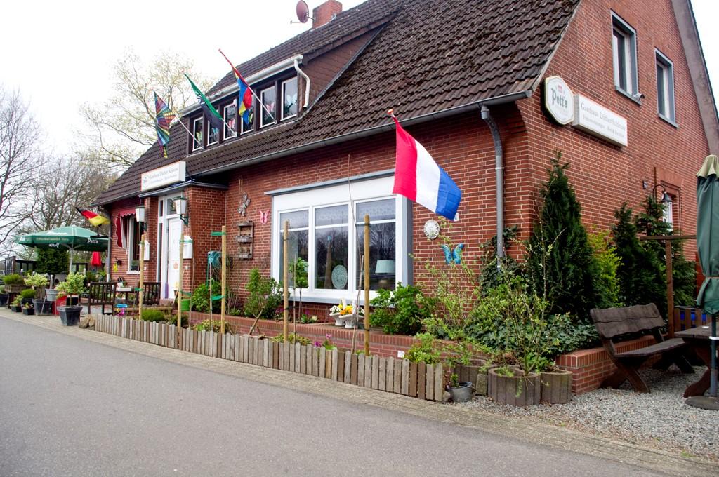 Heerlijk genieten aan het Emskanaal, even er helemaal tussenuit! Maak voor uw gemak gebruik van ons Cafe-Restaurant en laat u verwennen. Tot ziens....