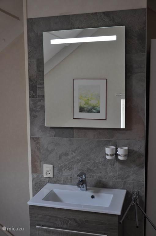 Geheel vernieuwde wasgelegenheid tweede verdieping