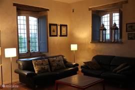 Mooie grote woonkamer met openhaard, 50m2