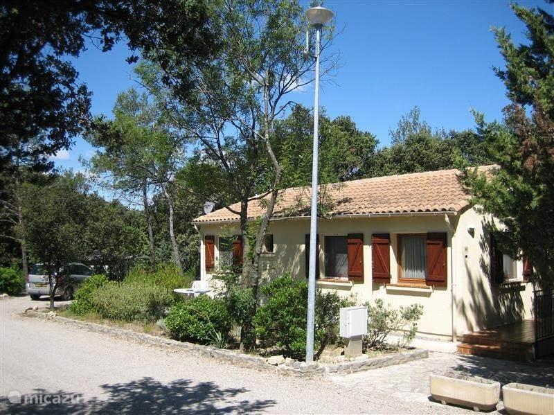 Vacation rental France, Languedoc-Roussillon, Vacquières bungalow Bungalow Claret