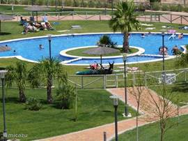 Zwembad met apart kinderbadje.