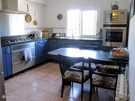Complete keuken voorzien van alle apparatuur.