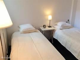 Tweede slaapkamer met twee comfortabele bedden