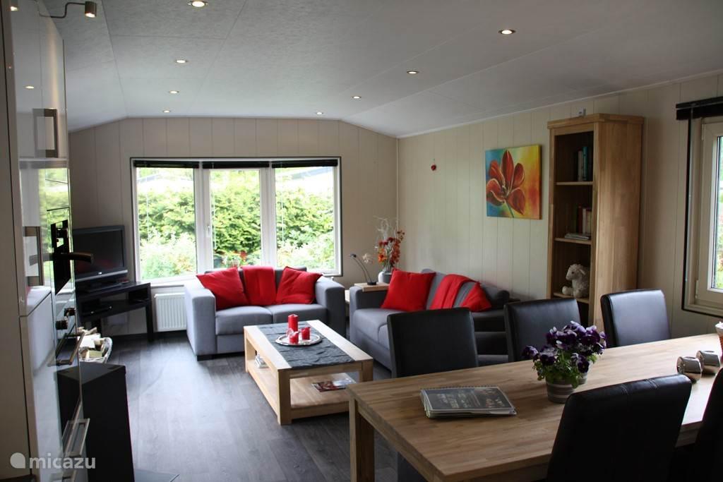 Comfortabele huiskamer met heerlijke banken.