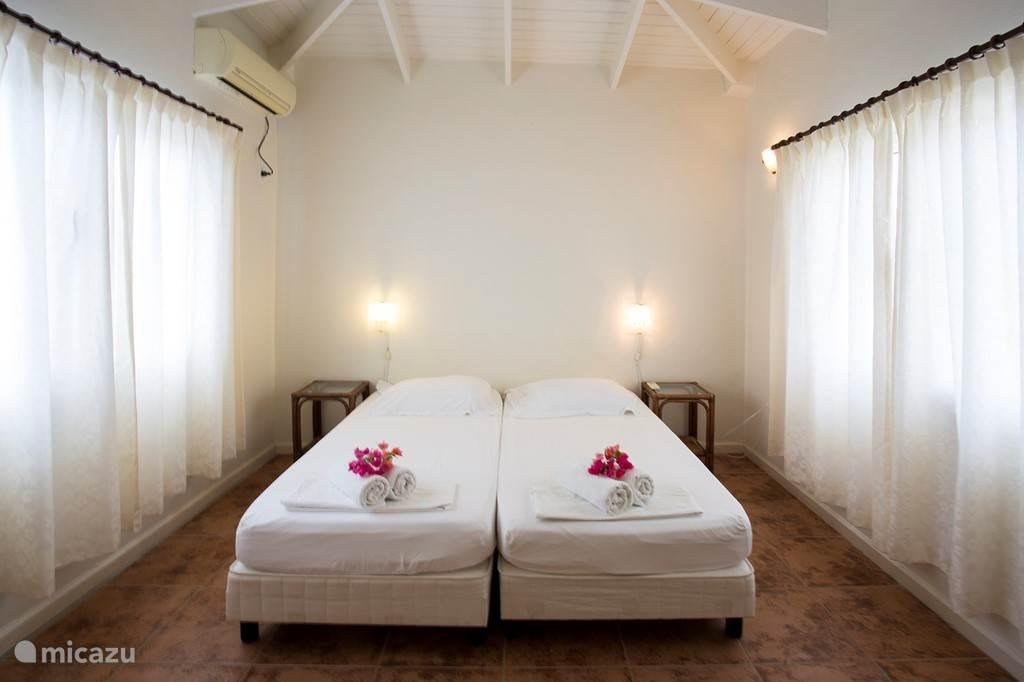Twee persoons slaapkamer met a/c.