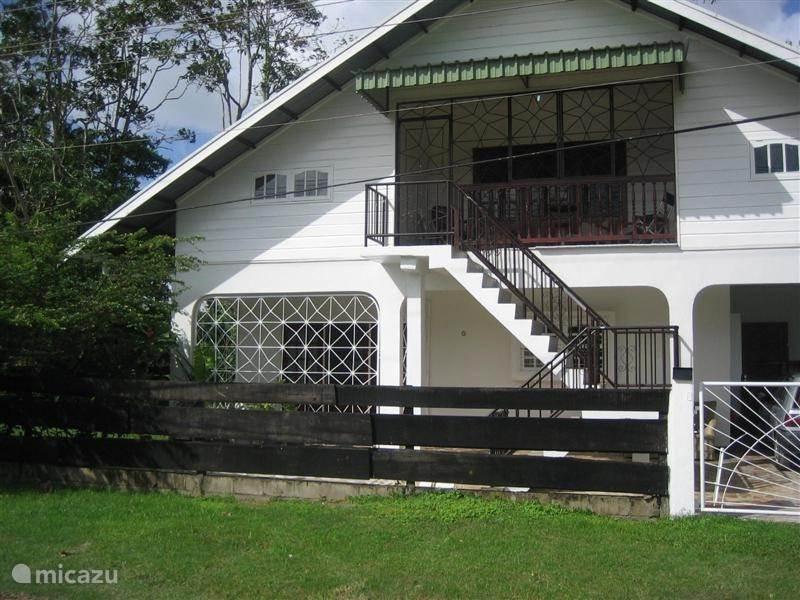 Vakantiehuis Suriname, Paramaribo, Paramaribo Vakantiehuis Pommerose Bovenwoning