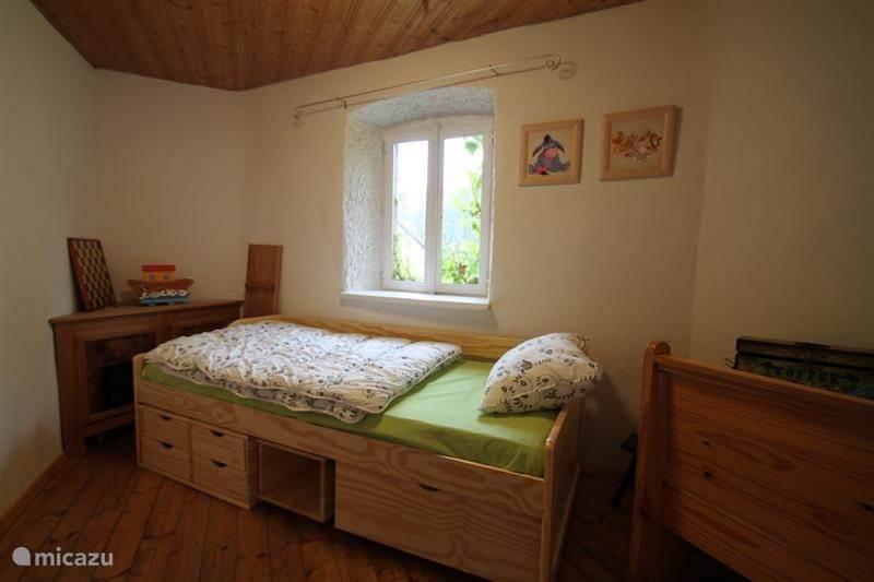 1-persoons slaapkamer met spelletjes hoek.