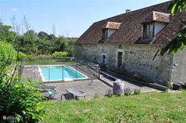 Le Marronnier, recent verbouwde gite in voormalige schuur, met privé-zwembad (omheind)