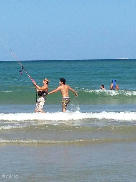Kitesurfles als 1 van de mogelijkheden van watersport in de nabije omgeving.