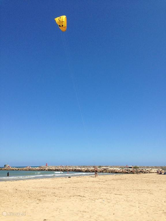 Kitesurfles in Guardamar.
