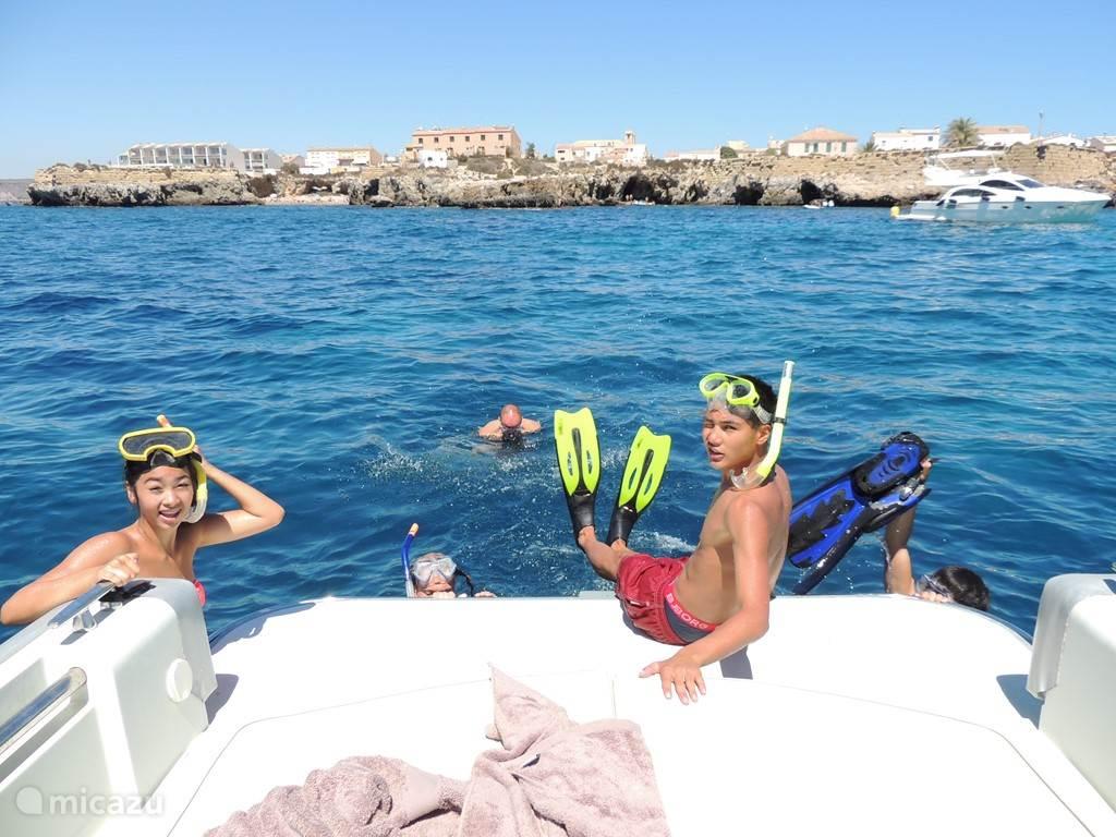 Snorkelen bij het eiland Tabarca; duik in een wondere wereld met honderdduizenden vissen!